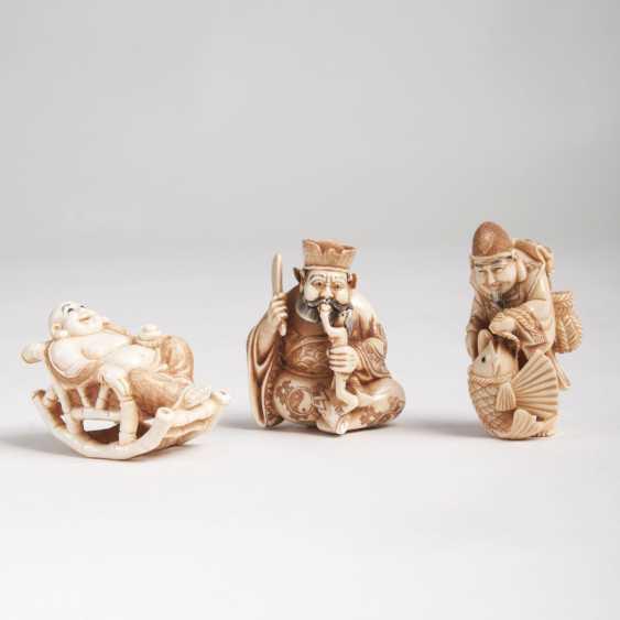 Set of 3 fine figural Netsuke - photo 1