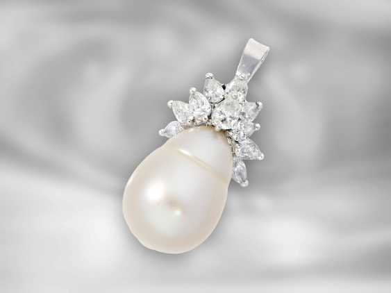 Pendant: Goldsmith pendant with large South Sea baroque pearl and pear-cut diamonds, approx. 1.2 ct - photo 1