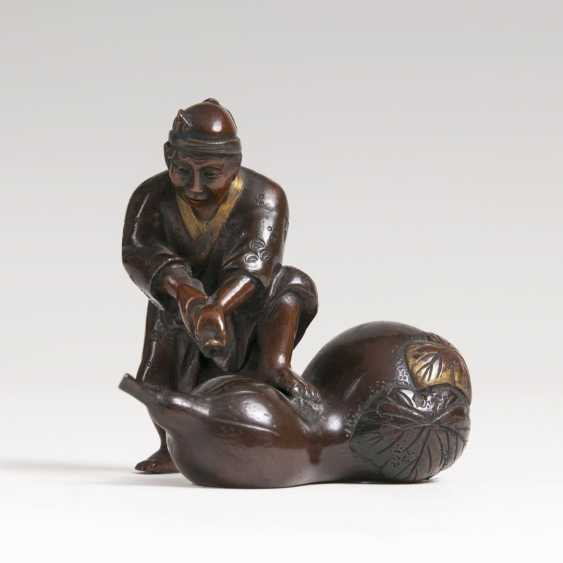 Japanese small bronze 'farmer with a giant Calabash' - photo 1