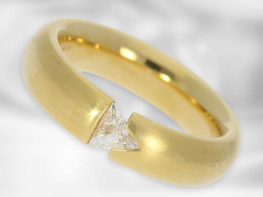 Ring: solid and modern diamond / solitaire tension ring, triangle diamond of 0.23ct, 18K yellow gold - photo 1