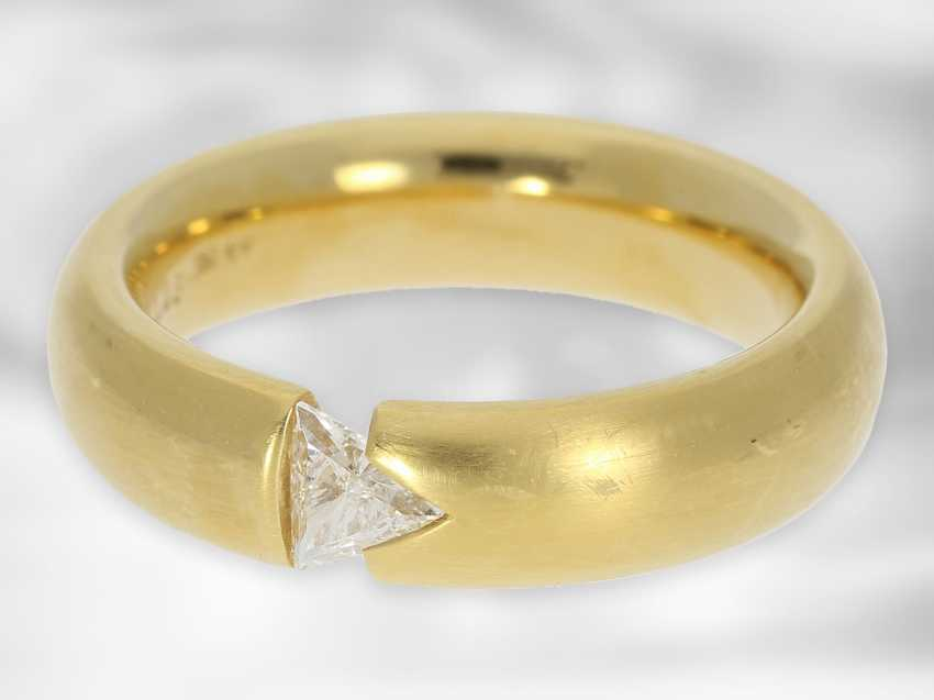 Ring: solid and modern diamond / solitaire tension ring, triangle diamond of 0.23ct, 18K yellow gold - photo 2