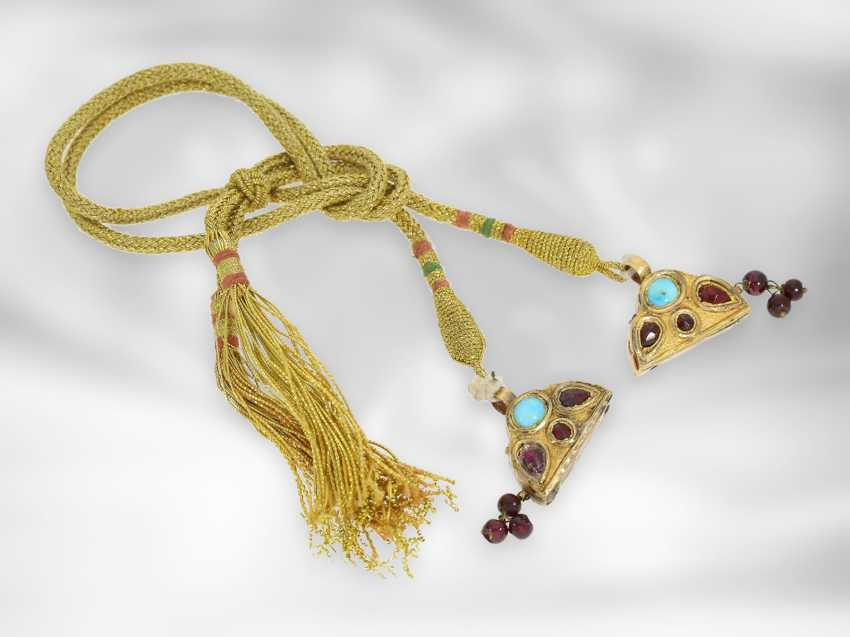 Earrings / necklace / ring: antique Indian jewelry set consisting of earrings, ring and necklace, with turquoise and garnet, foam gold and gold, 19th century - photo 2