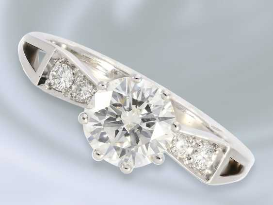 Ring: unusual and formerly very expensive diamond gold wrought ring, center stone of approx. 1.15ct - photo 1