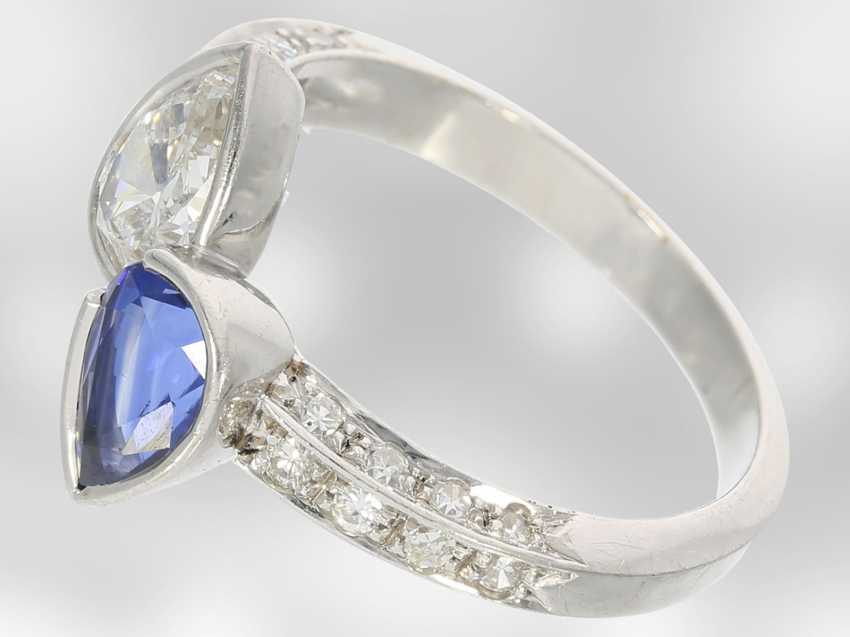Ring: beautiful and extremely high quality gold wrought ring with valuable sapphire and diamond drops, handcrafted from 18K white gold, court jeweler Roesner, NP 22.400DM - photo 2
