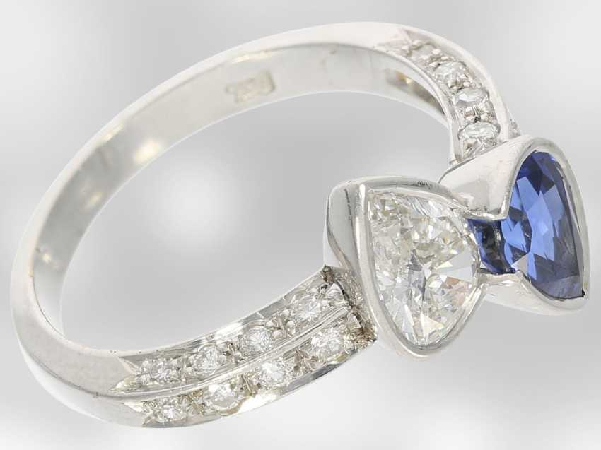 Ring: beautiful and extremely high quality gold wrought ring with valuable sapphire and diamond drops, handcrafted from 18K white gold, court jeweler Roesner, NP 22.400DM - photo 3