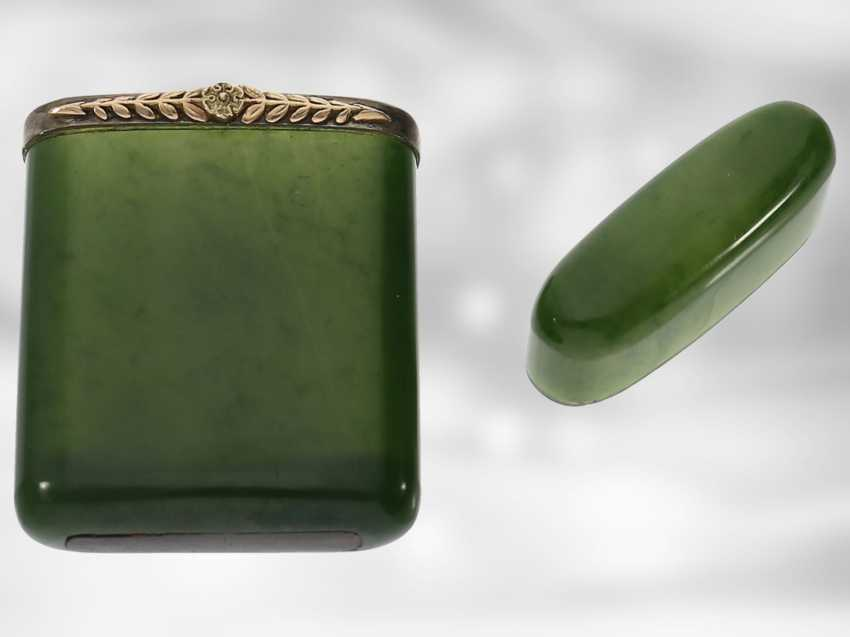Table bell / case: extremely rare and important Art Nouveau set, table bell and matchstick case made of nephrite, gold and silver, probably FABERGÉ Henrik Wigström, around 1900, signed with original box - photo 3