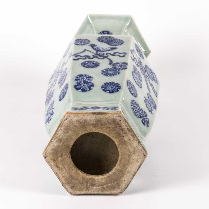 Large six-pass porcelain vase on a wooden base - photo 4