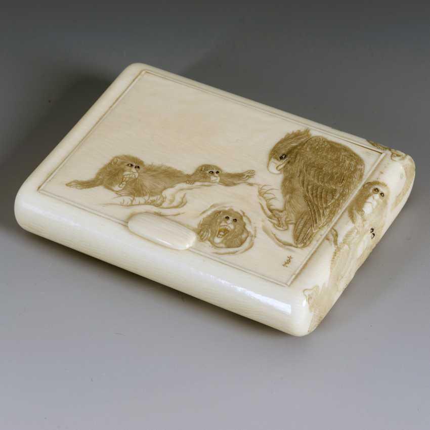 Ivory cigarette case with monkeys - photo 1