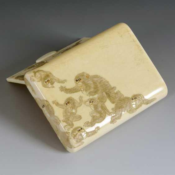 Ivory cigarette case with monkeys - photo 2