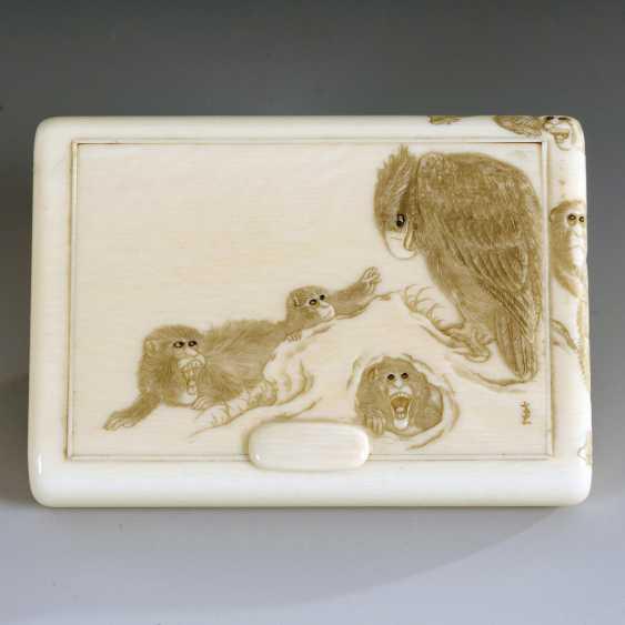 Ivory cigarette case with monkeys - photo 3