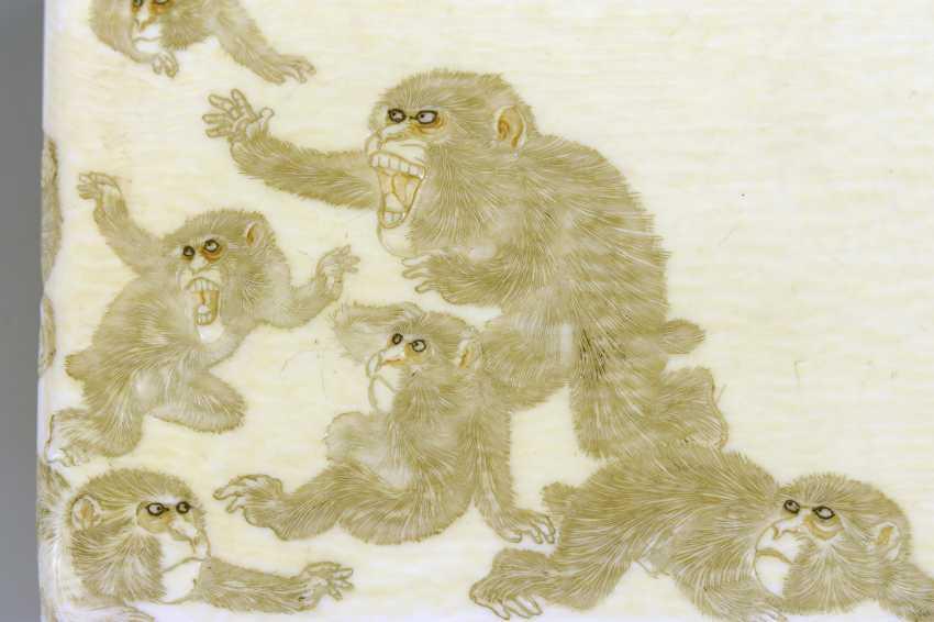 Ivory cigarette case with monkeys - photo 4