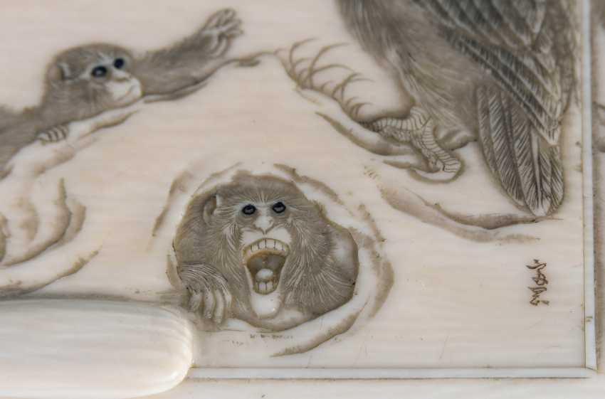 Ivory cigarette case with monkeys - photo 5