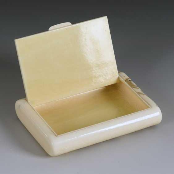 Ivory cigarette case with monkeys - photo 6