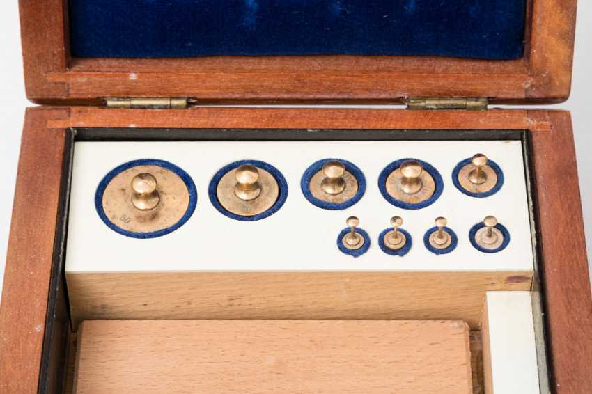 English beam scale made of brass in a beautiful wooden slipcase, - photo 2
