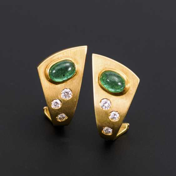 Modern pair of stud earrings with emerald and diamonds - photo 1