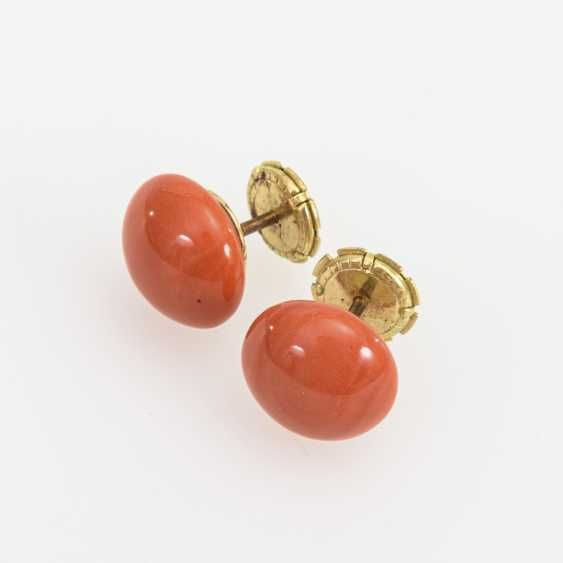 Pair of stud earrings with corals - photo 1