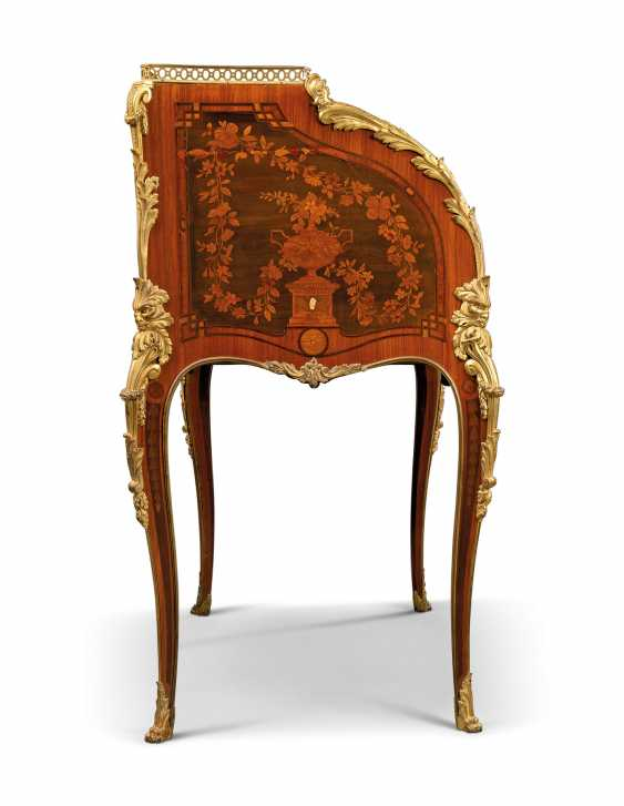 A FRENCH ORMOLU-MOUNTED ROSEWOOD, KINGWOOD, TULIPWOOD AND FRUITWOOD MARQUETRY BUREAU A CYLINDRE - photo 4