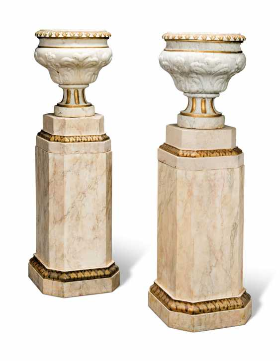 A PAIR OF GREY-VEINED WHITE MARBLE URNS - photo 1