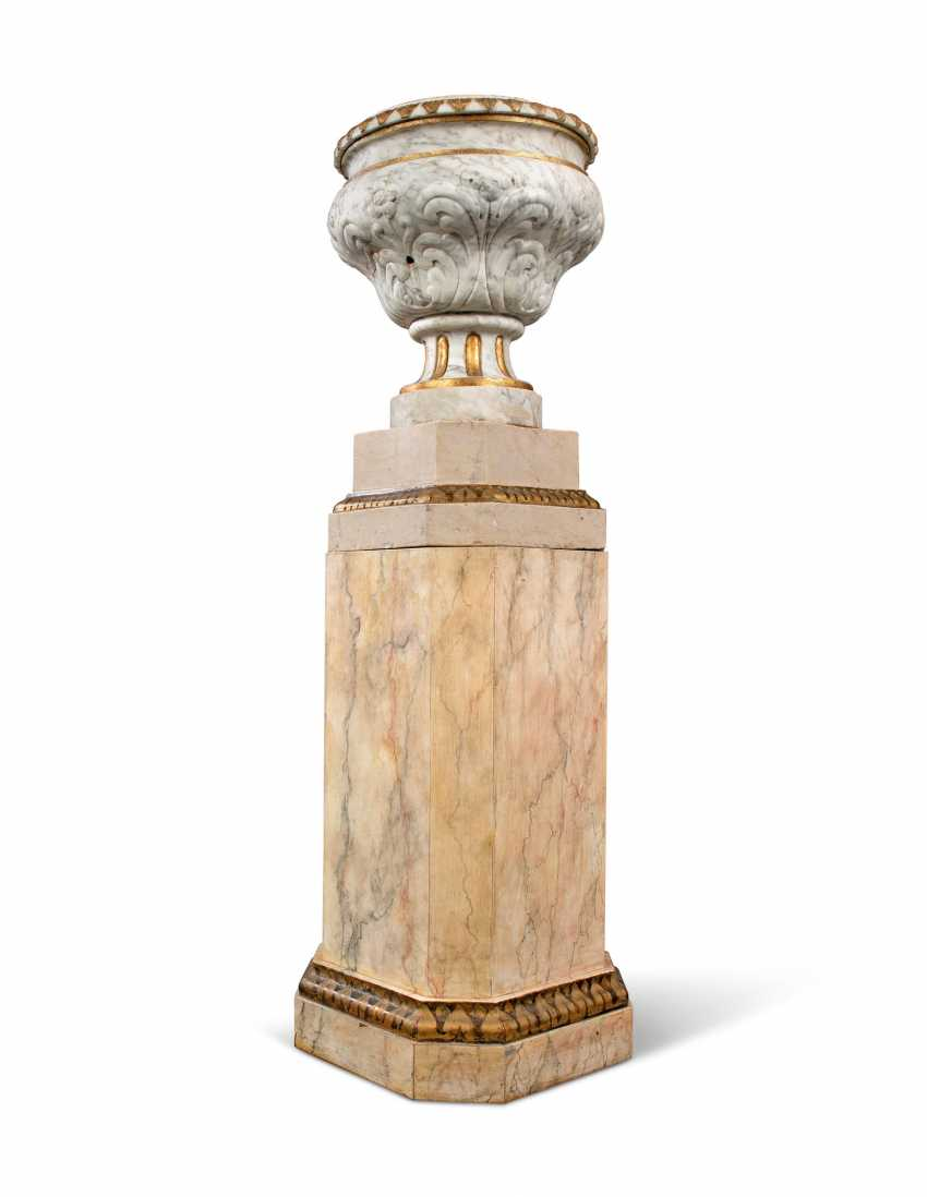 A PAIR OF GREY-VEINED WHITE MARBLE URNS - photo 5