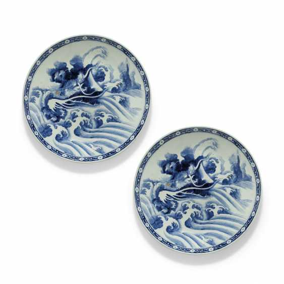 A PAIR OF LARGE JAPANESE ARITA CHARGERS WITH DRAGONS - photo 1