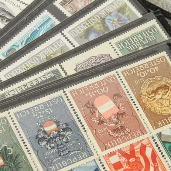 Austria - 1922, post office fresh stock of over 40 plug-in cards, - photo 2