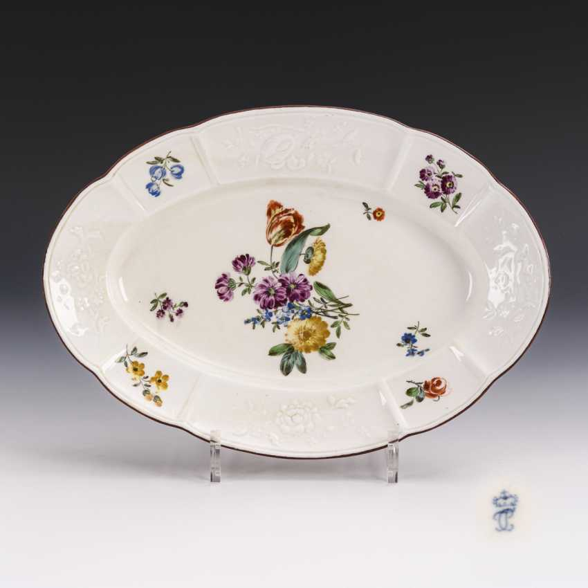 Plate with flower painting - photo 1