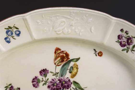 Plate with flower painting - photo 2