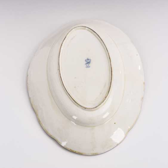 Plate with flower painting - photo 3
