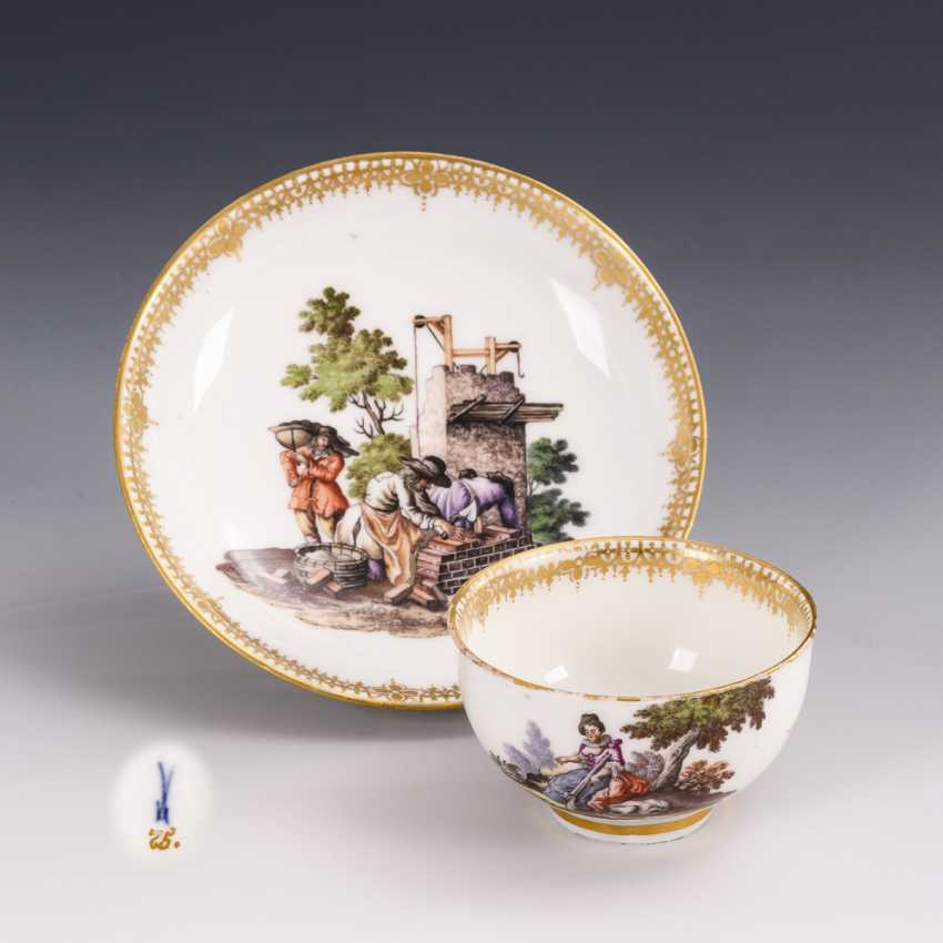 Cup and saucer with hunting motif and tree motif - photo 1