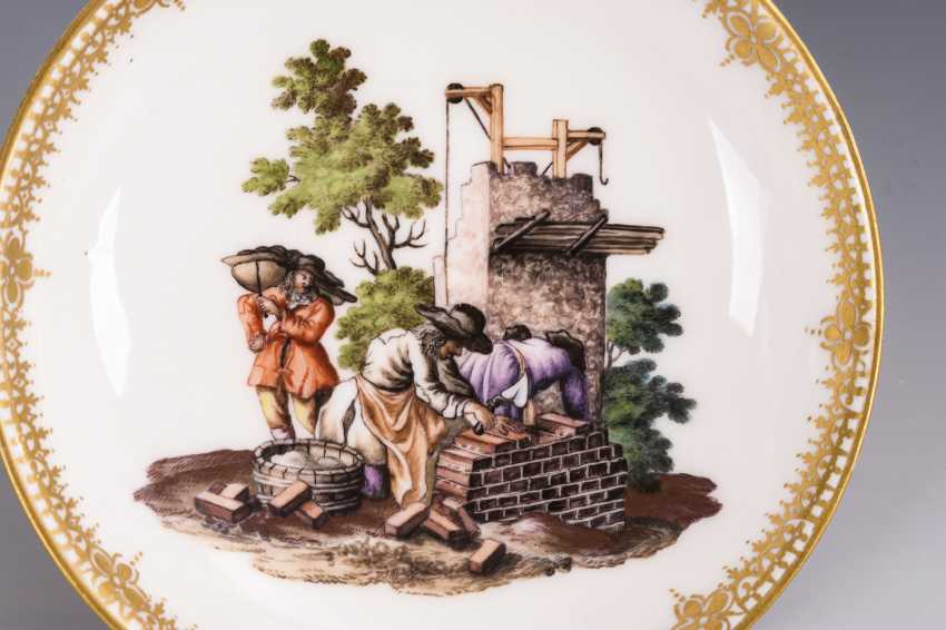 Cup and saucer with hunting motif and tree motif - photo 2