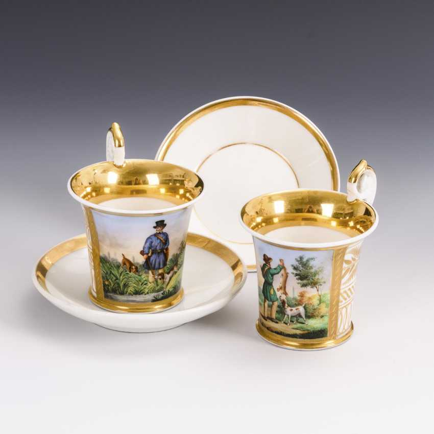 Pair of showcase cups with a hunting motif - photo 1
