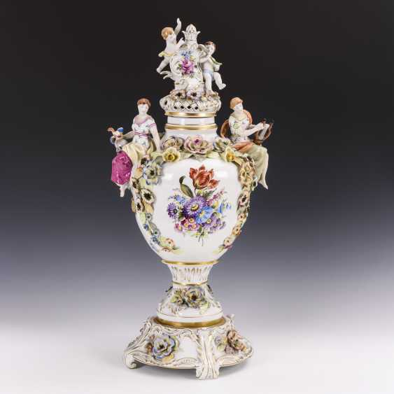 Large lidded vase with base - photo 1