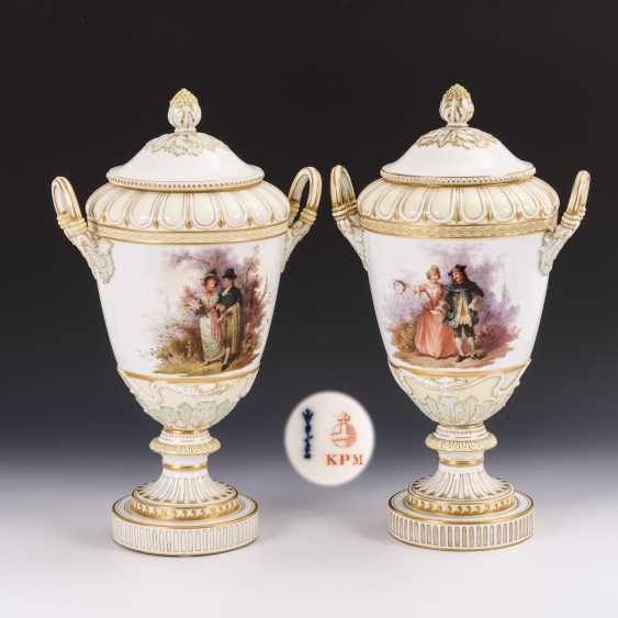Pair of lidded vases with soft painting - photo 1