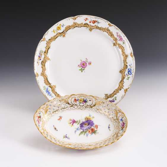 Cake plate and breakthrough bowl with flower painting - photo 1