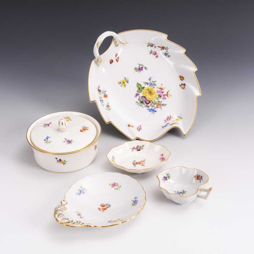 4 bowls and 1 sugar bowl with scattered flower painting - photo 1
