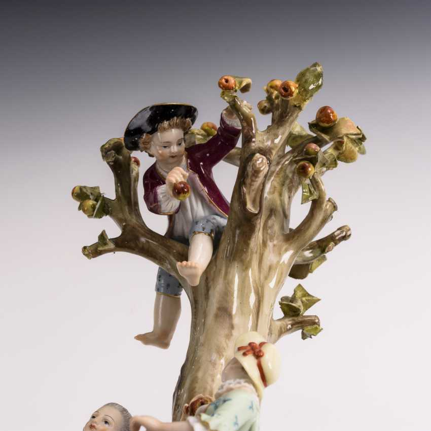 Gardeners group on the tree - photo 5