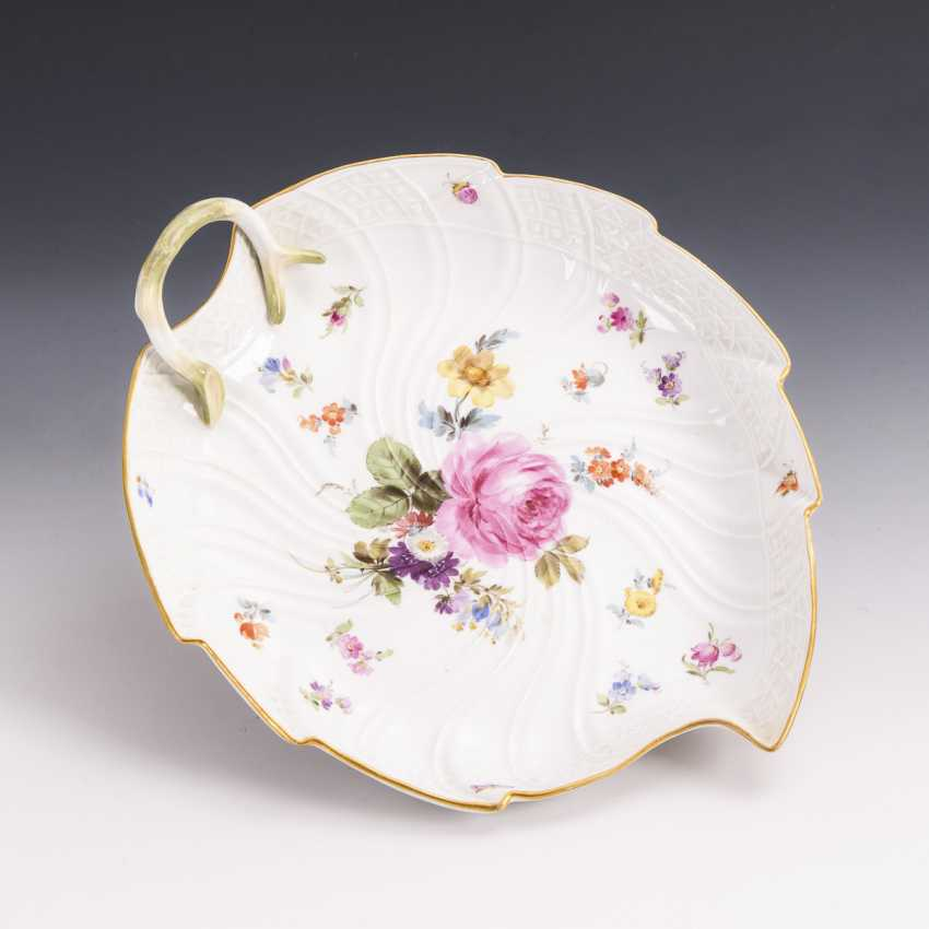 Leaf bowl with flower and insect painting - photo 1