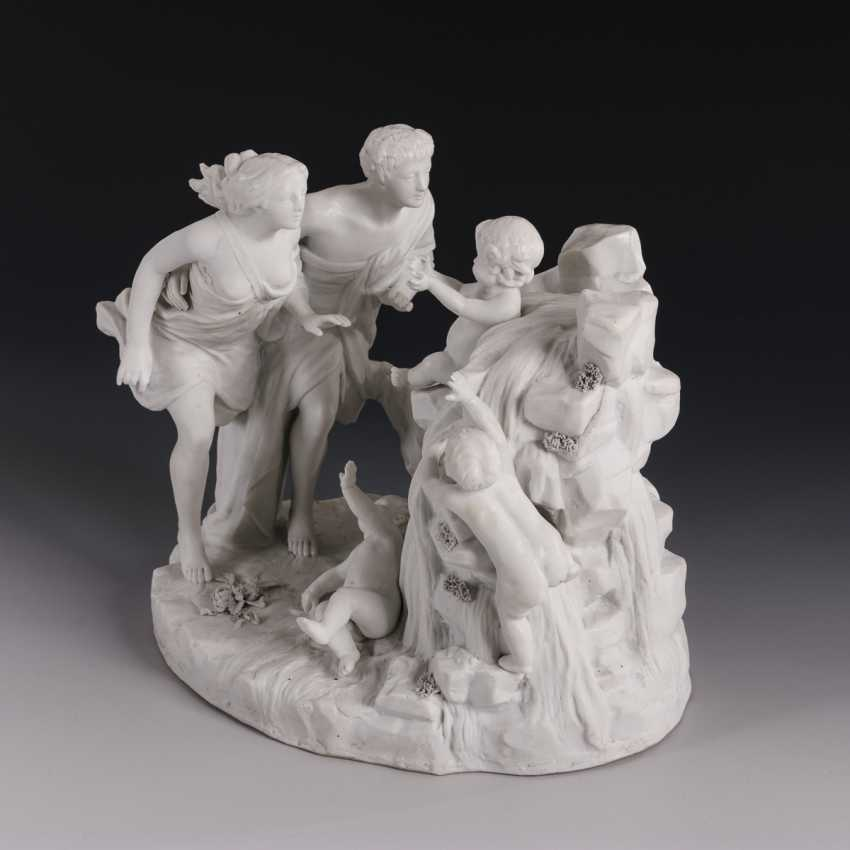 Figure group with couple and putti - photo 1