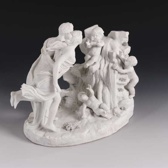 Figure group with couple and putti - photo 2