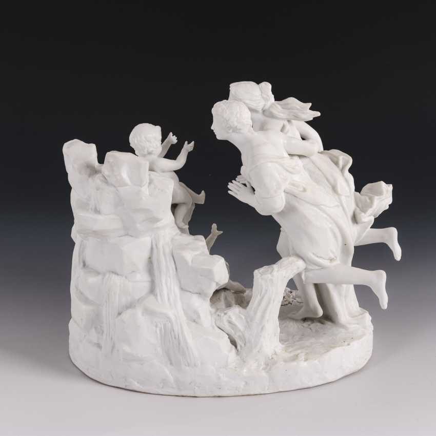 Figure group with couple and putti - photo 4