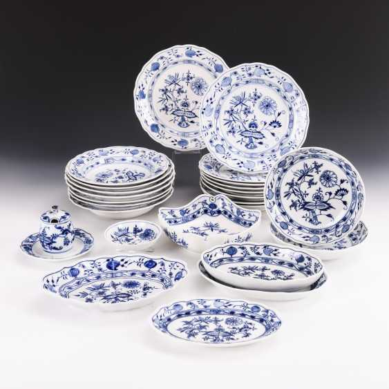 25 parts of an onion pattern dinner service - photo 1