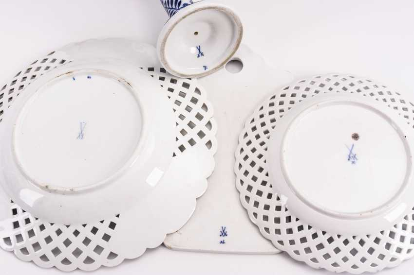 2 onion pattern breakthrough plates, candlesticks and breadcrumbs - photo 2
