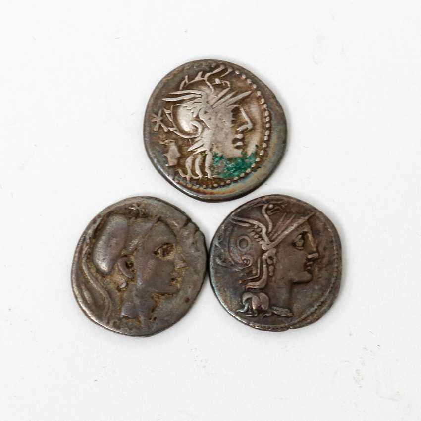 3-piece collection of Ancient to the Romans. Republic /silver consisting of 1 x ROM. Republic of - 1 Denar 109 BC, Gaius Claudius Pulcher, - photo 1