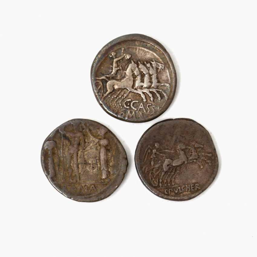3-piece collection of Ancient to the Romans. Republic /silver consisting of 1 x ROM. Republic of - 1 Denar 109 BC, Gaius Claudius Pulcher, - photo 2
