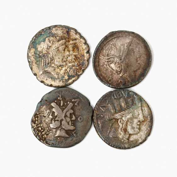 Interesting small collection of Ancient of the Romans. Republic /silver consisting of - photo 1