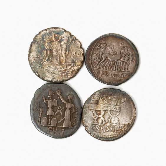Interesting small collection of Ancient of the Romans. Republic /silver consisting of - photo 2