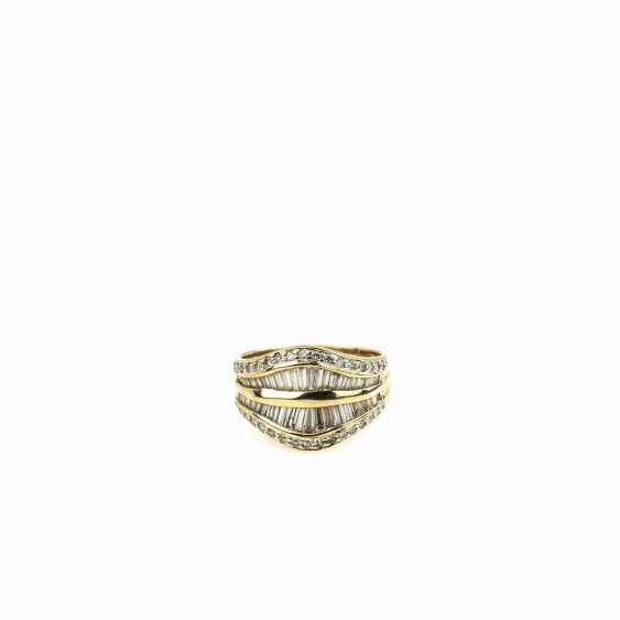 Ladies ring in a curved shape - photo 1