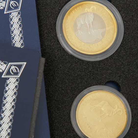 Motley collection of coins and medals, with Gold and silver - photo 2