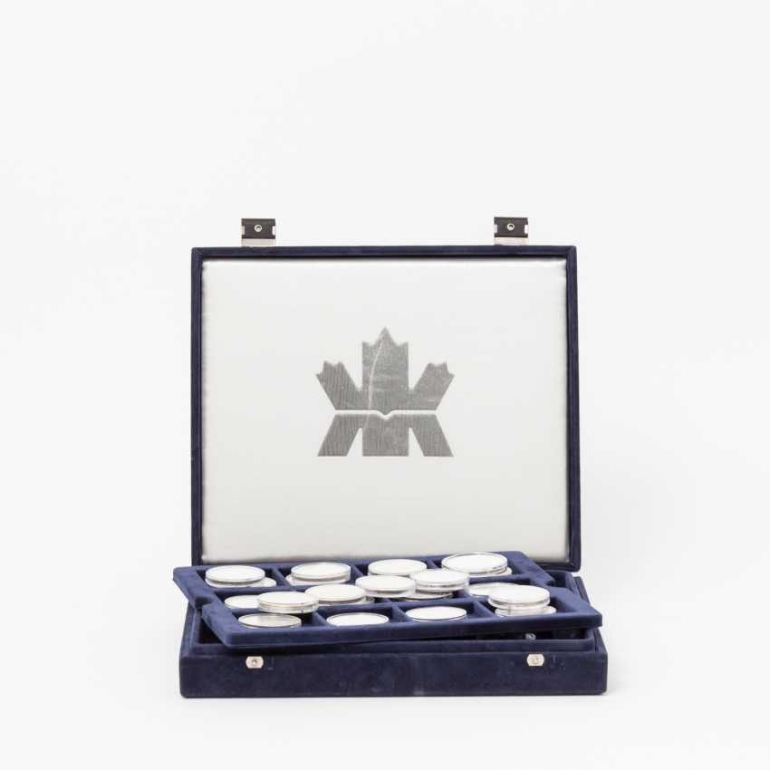 Canada Box 33, coins, Can dollar - photo 1