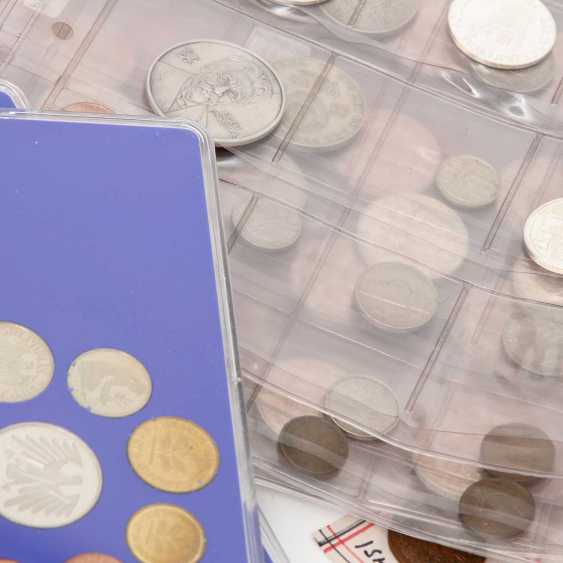 Colorful collection of coins and medals - including 1 x Austria - 500 S, - photo 3